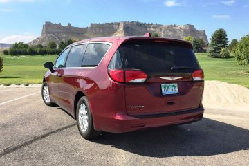 2017-chrysler-pacifica-touring-20