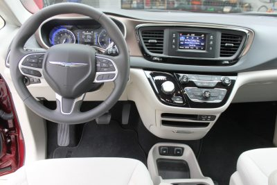 2017-chrysler-pacifica-touring-8