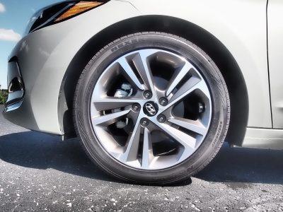 2017-hyundai-elantra-limited-road-test-review-by-lyndon-johnson-11