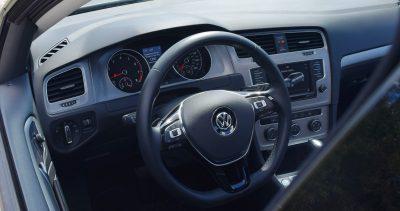 2016-vw-golf-interior-12