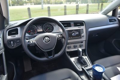 2016-vw-golf-interior-15