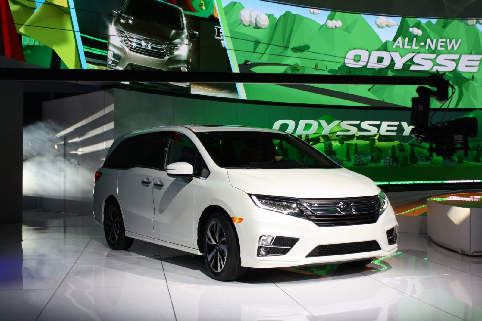 honda unveils 2018 odyssey minivan live images. Black Bedroom Furniture Sets. Home Design Ideas