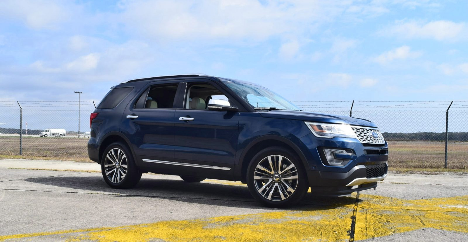 2017 ford explorer platinum 4x4 hd road test review. Black Bedroom Furniture Sets. Home Design Ideas