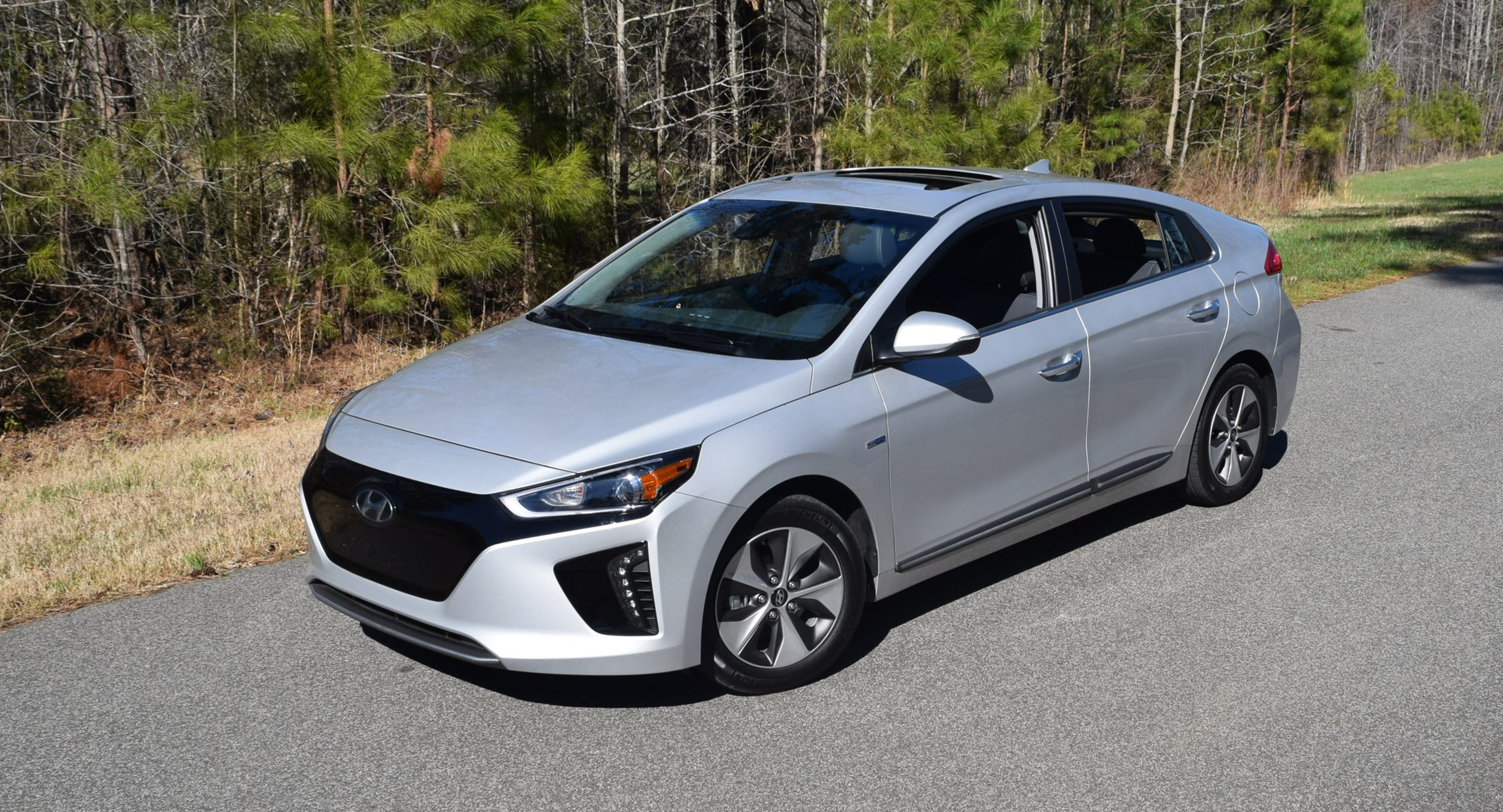 road test review 2017 hyundai ioniq electric limited. Black Bedroom Furniture Sets. Home Design Ideas