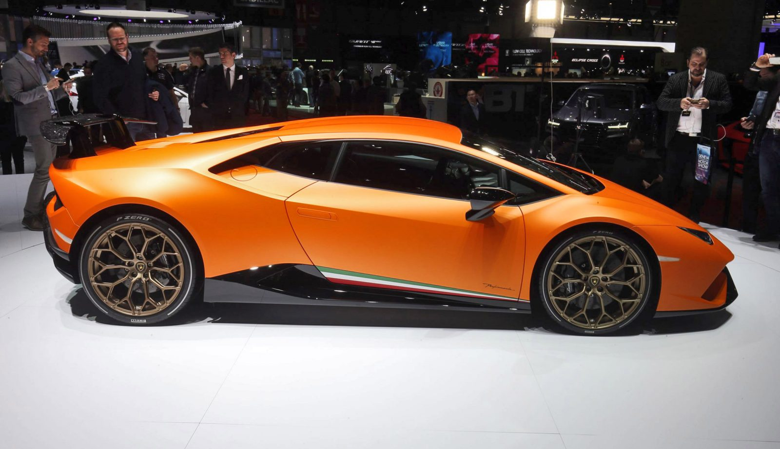 201mph 2017 lamborghini huracan performante launch gallery latest news. Black Bedroom Furniture Sets. Home Design Ideas