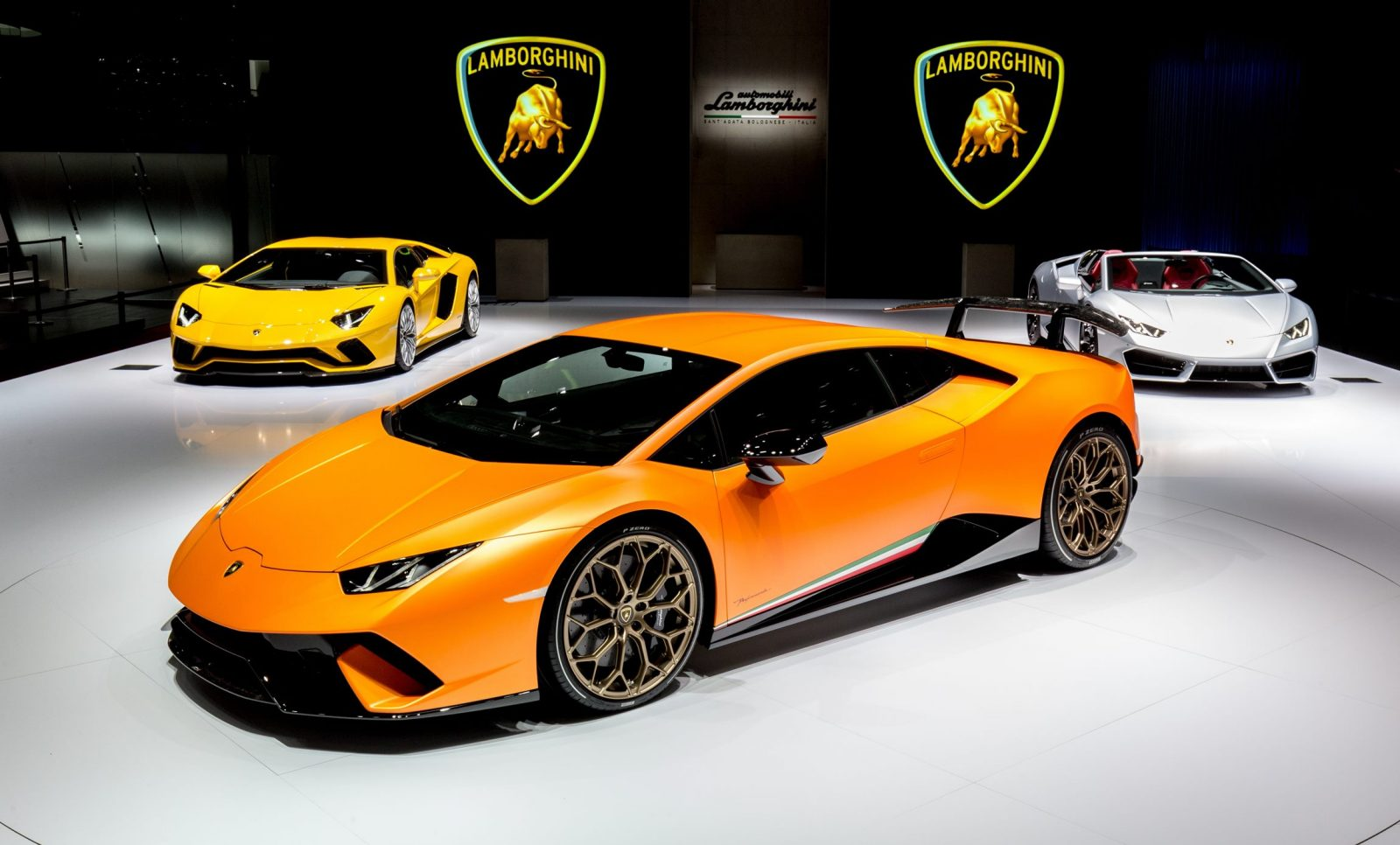 201mph 2017 lamborghini huracan performante launch gallery. Black Bedroom Furniture Sets. Home Design Ideas