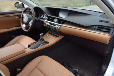 2017 Lexus ES350 Interior 5