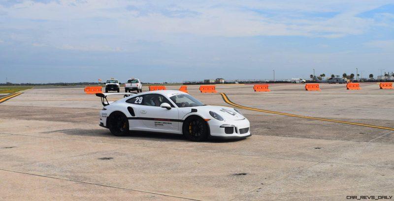 2017 Porsche 911 GT3RS 1