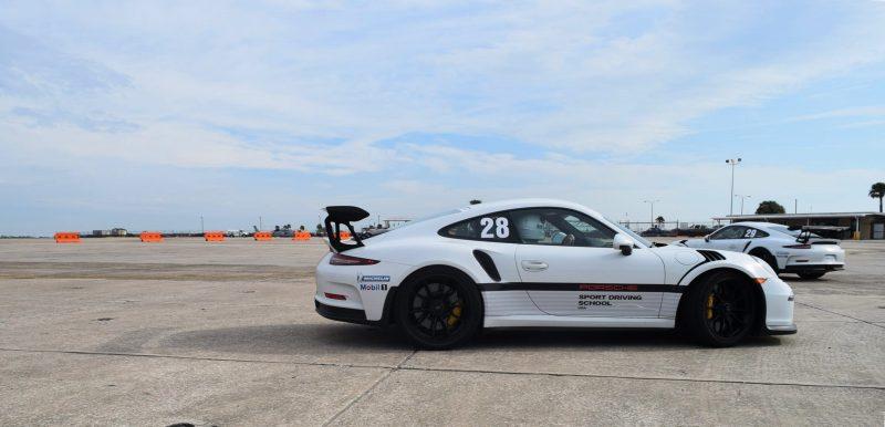 2017 Porsche 911 GT3RS 10