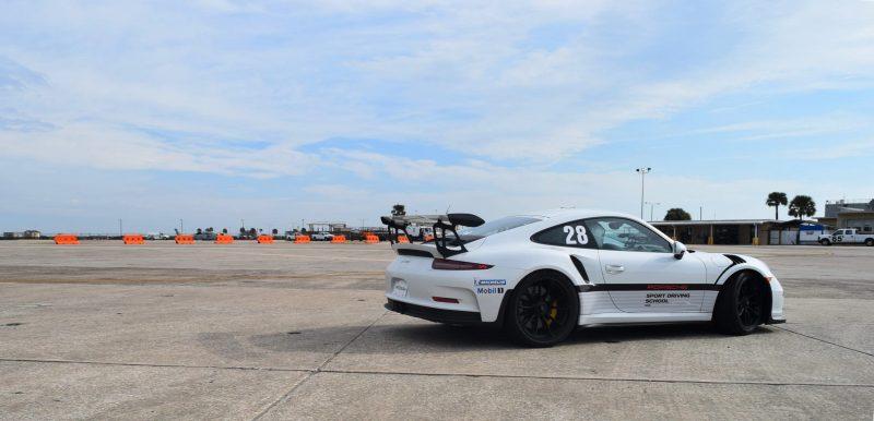 2017 Porsche 911 GT3RS 11