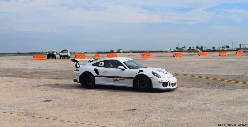 2017 Porsche 911 GT3RS 2