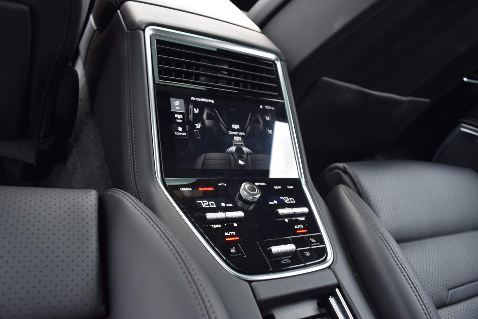 2017 Porsche Panamera TURBO Interior 11