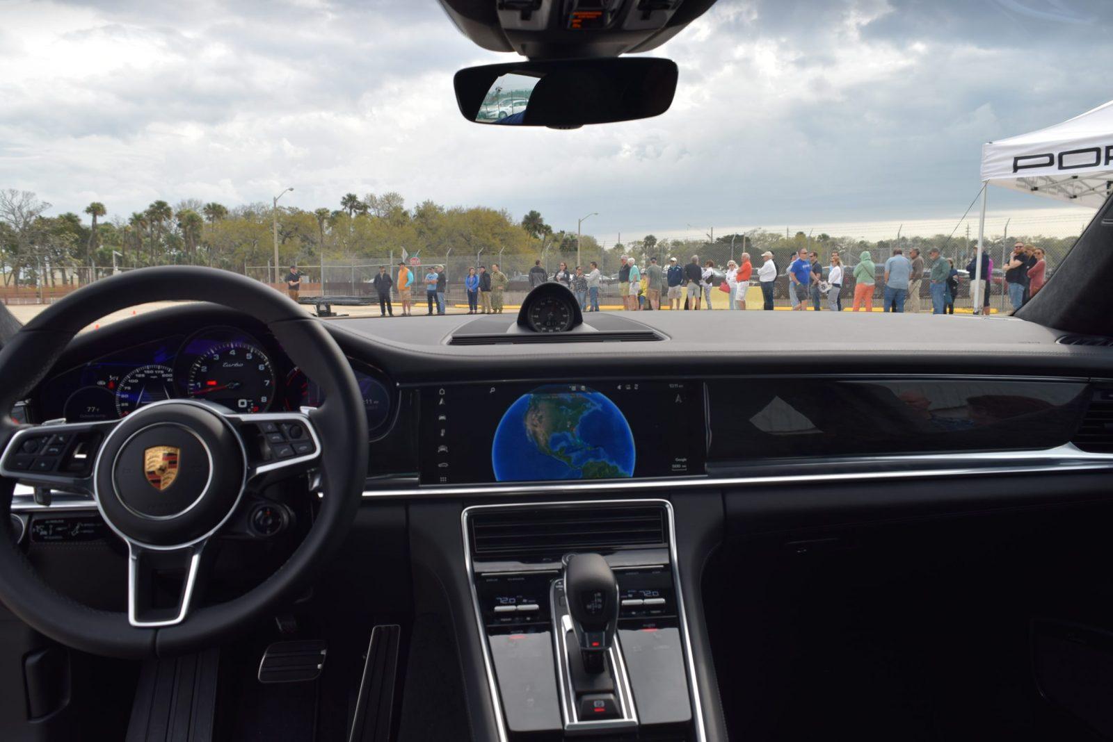2017 Porsche Panamera TURBO Interior 12