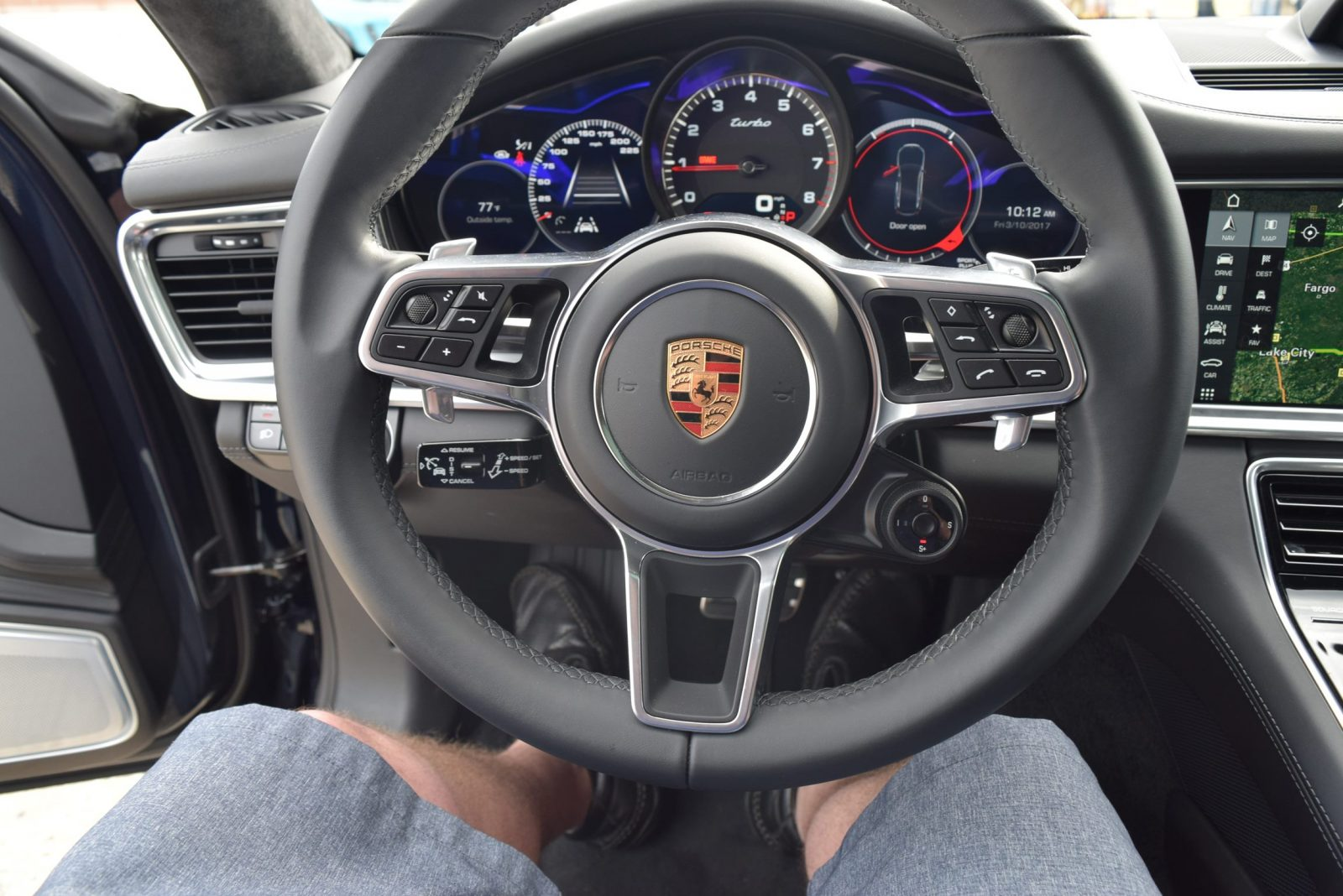 2017 Porsche Panamera TURBO Interior 14