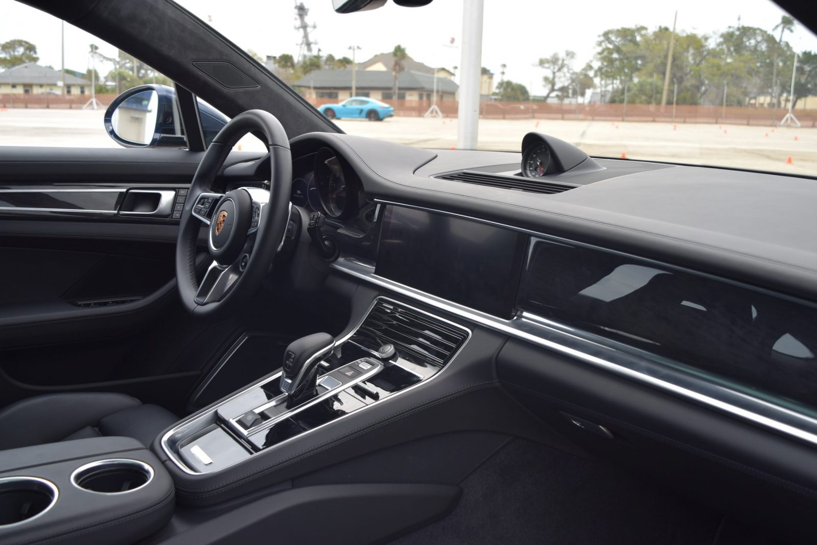 2017 Porsche Panamera TURBO Interior 2