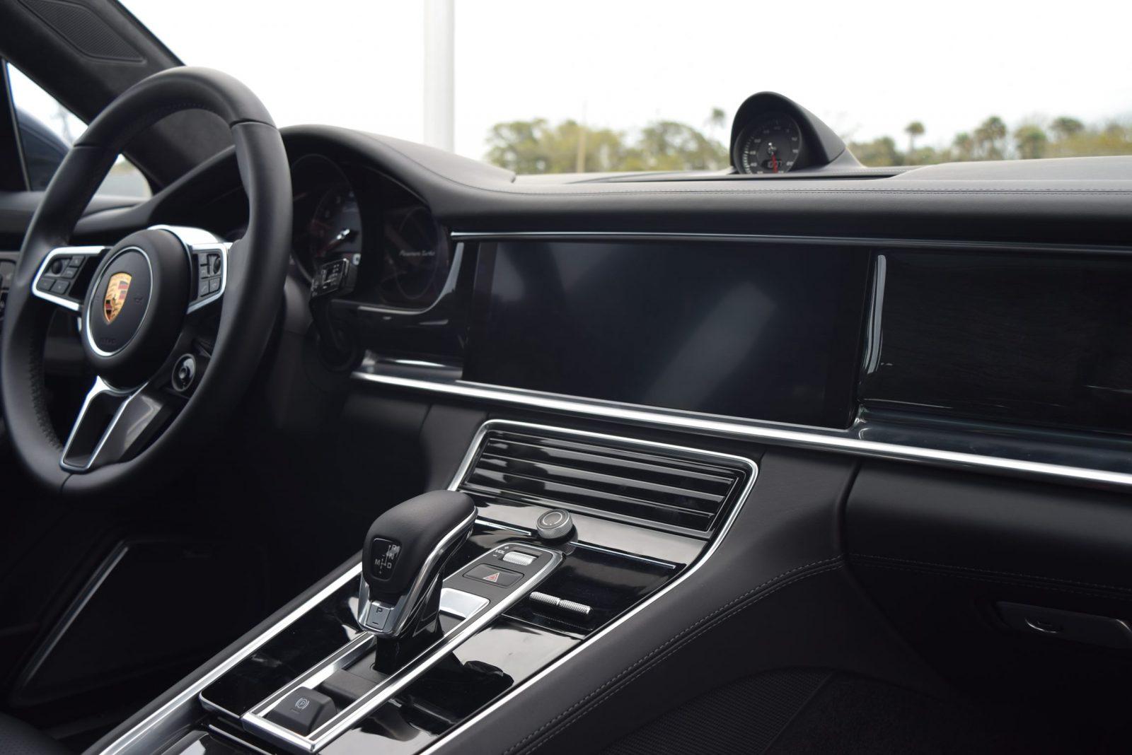 2017 Porsche Panamera TURBO Interior 3