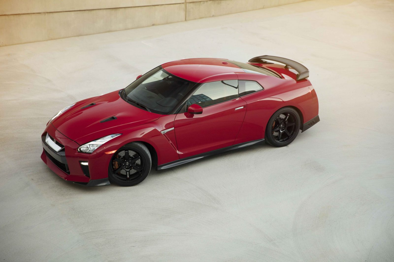 2017_Nissan_GT_R_Track_Edition_01
