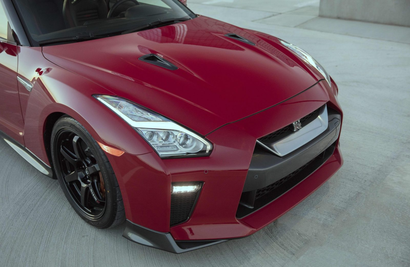 2017_Nissan_GT_R_Track_Edition_14