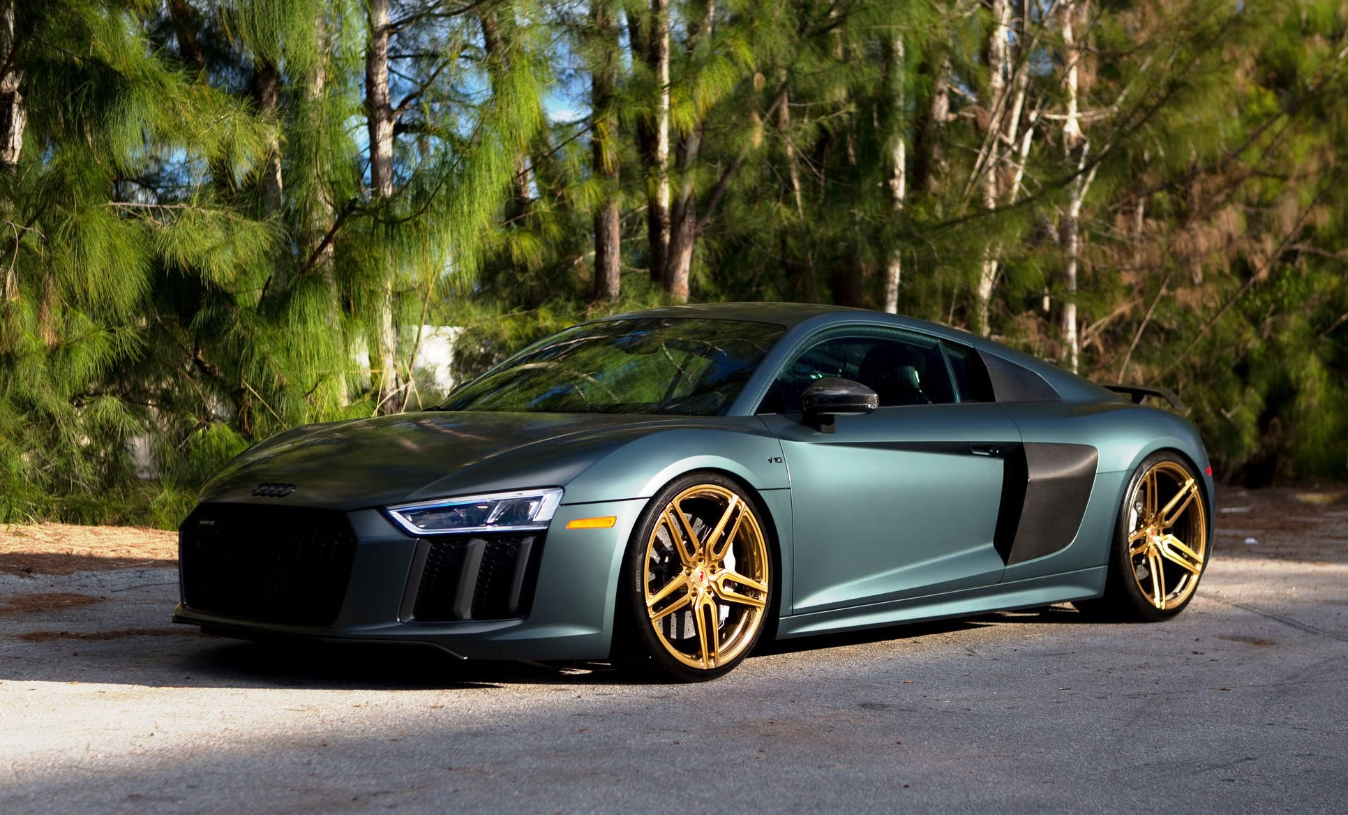 gallery 2017 audi r8 v10 plus on vossen gold forged wheels. Black Bedroom Furniture Sets. Home Design Ideas