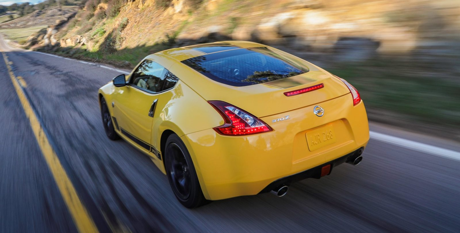 2018_Nissan_370Z_Heritage_Edition_photo_14