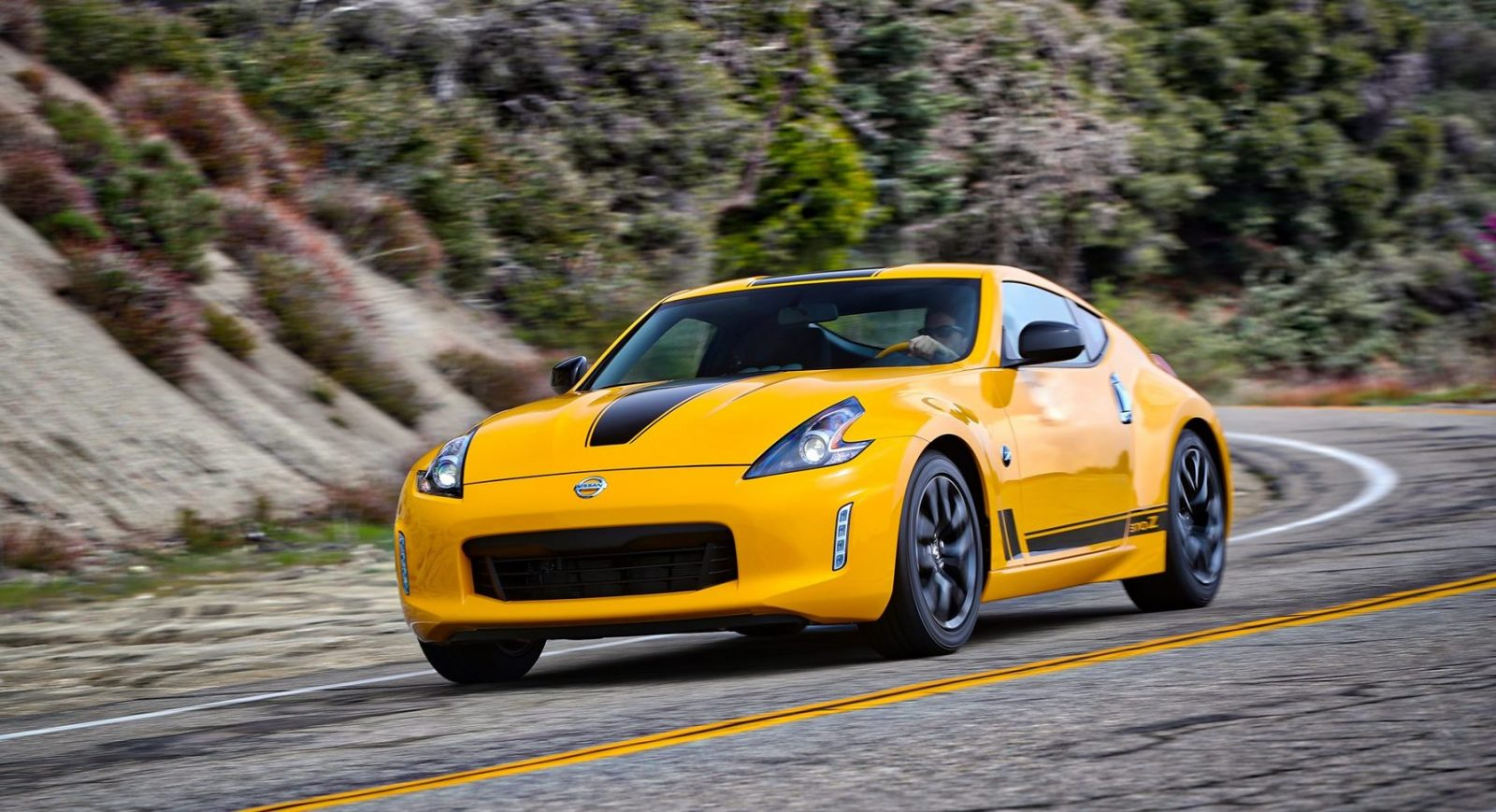 2018_Nissan_370Z_Heritage_Edition_photo_9