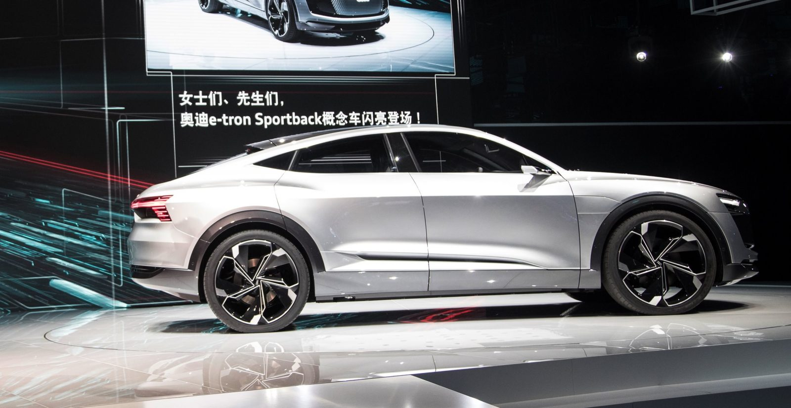 Audi Piloted Driving >> Update1 - 2017 Audi e-Tron Sportback Concept - Previews Q5 ...