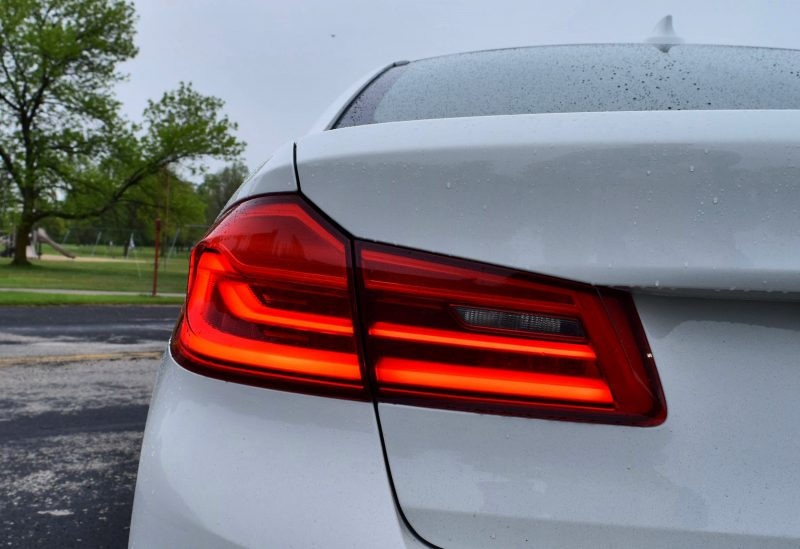 2017 BMW 540i 37