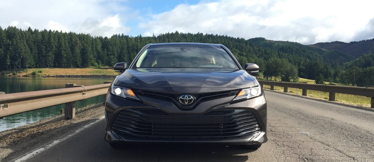 toyota camry 2017 le vs xle 2017 toyota camry sedan. Black Bedroom Furniture Sets. Home Design Ideas
