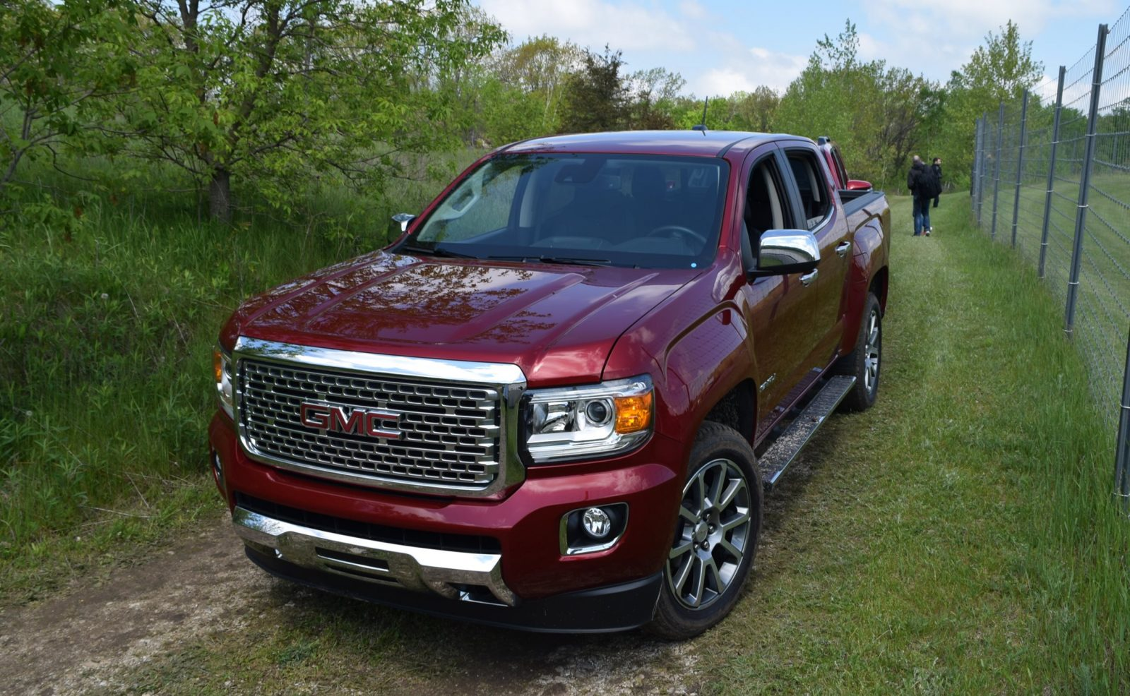 in pictures 2017 gmc canyon denali 4x4 swb crew. Black Bedroom Furniture Sets. Home Design Ideas