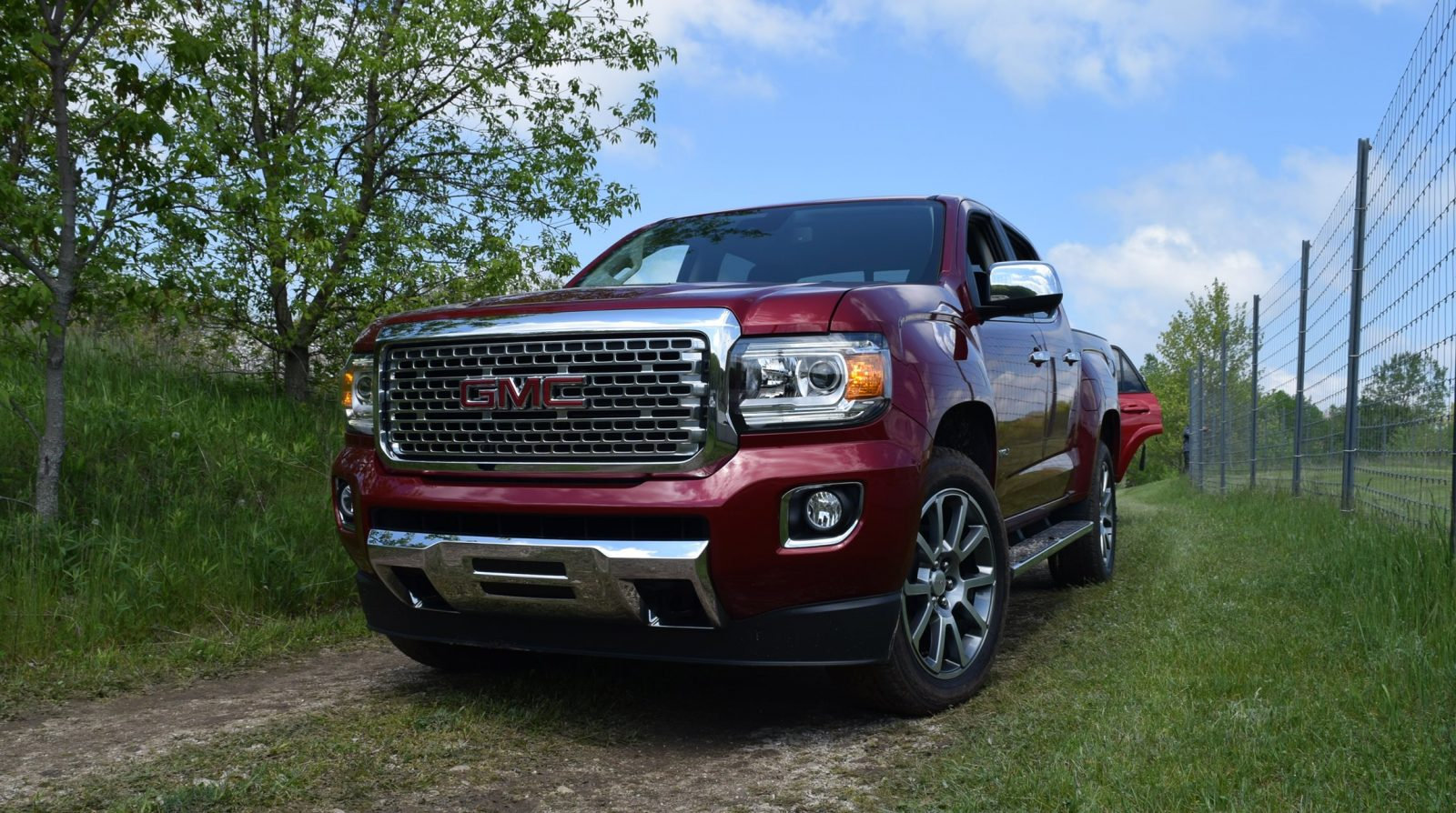 in pictures 2017 gmc canyon denali 4x4 swb crew car shopping. Black Bedroom Furniture Sets. Home Design Ideas