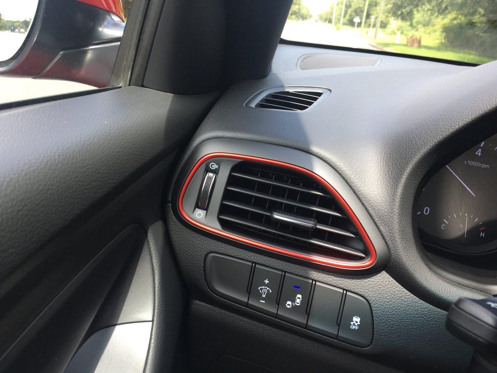 2018 Hyundai Elantra GT Sport 28