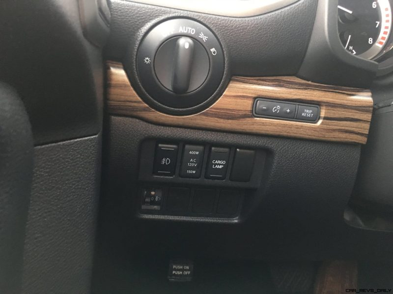 2017 Nissan TITAN SL 4x4 - Road Test Review 12