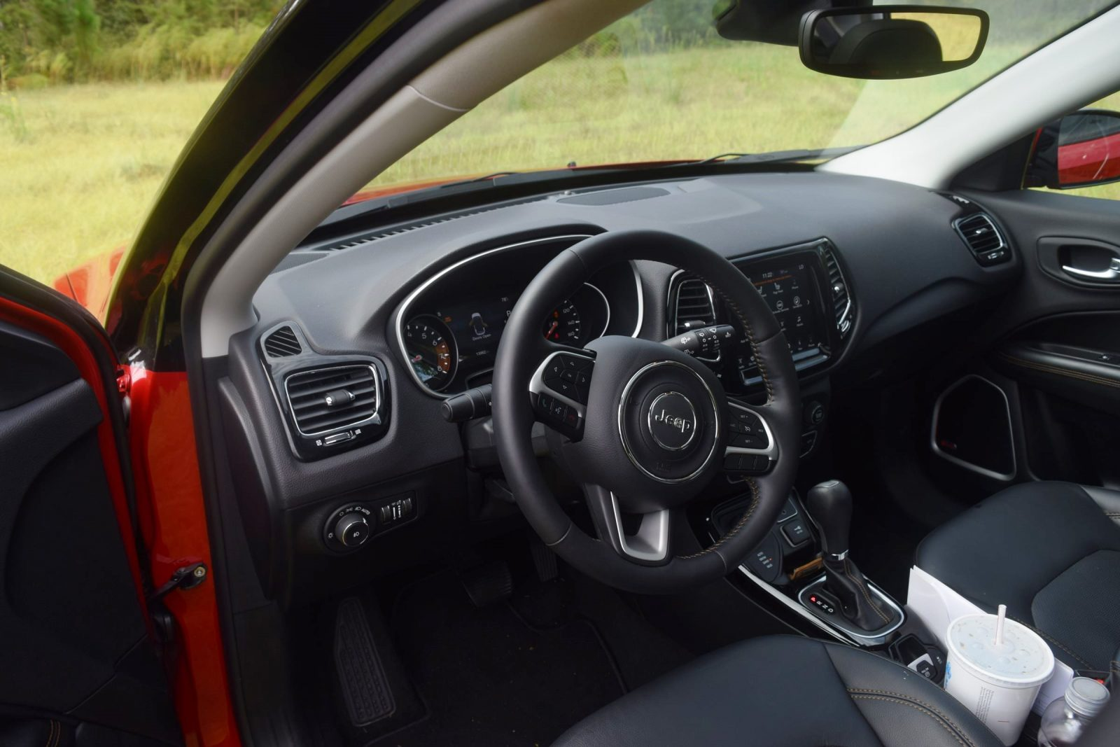 jeep compass review interior photos 18. Black Bedroom Furniture Sets. Home Design Ideas