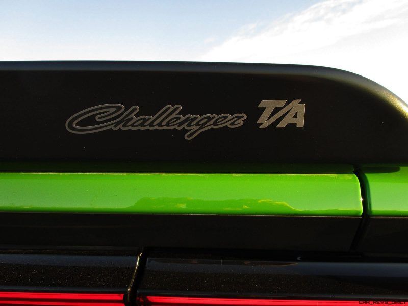 2017 Dodge Challenger 8