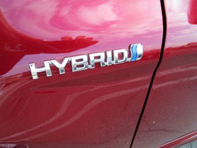 2018 Toyota Camry SE Hybrid 21
