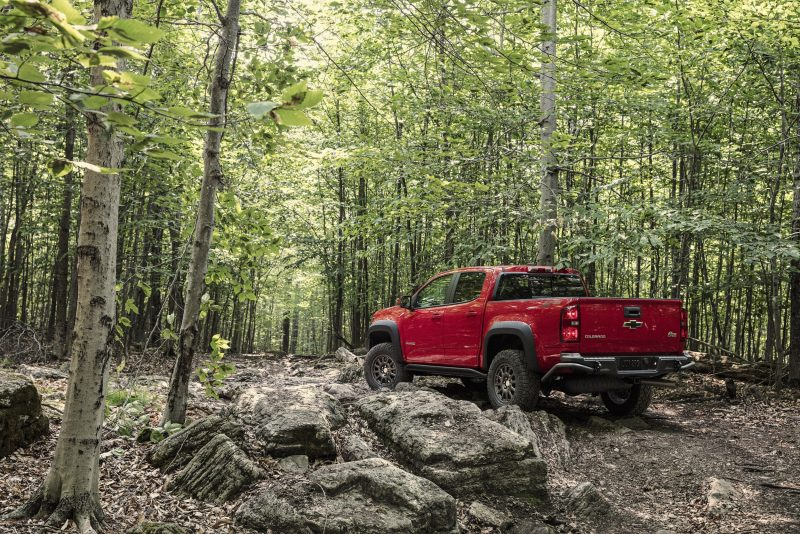 2019-Chevrolet-Colorado-ZR2-Bison-002