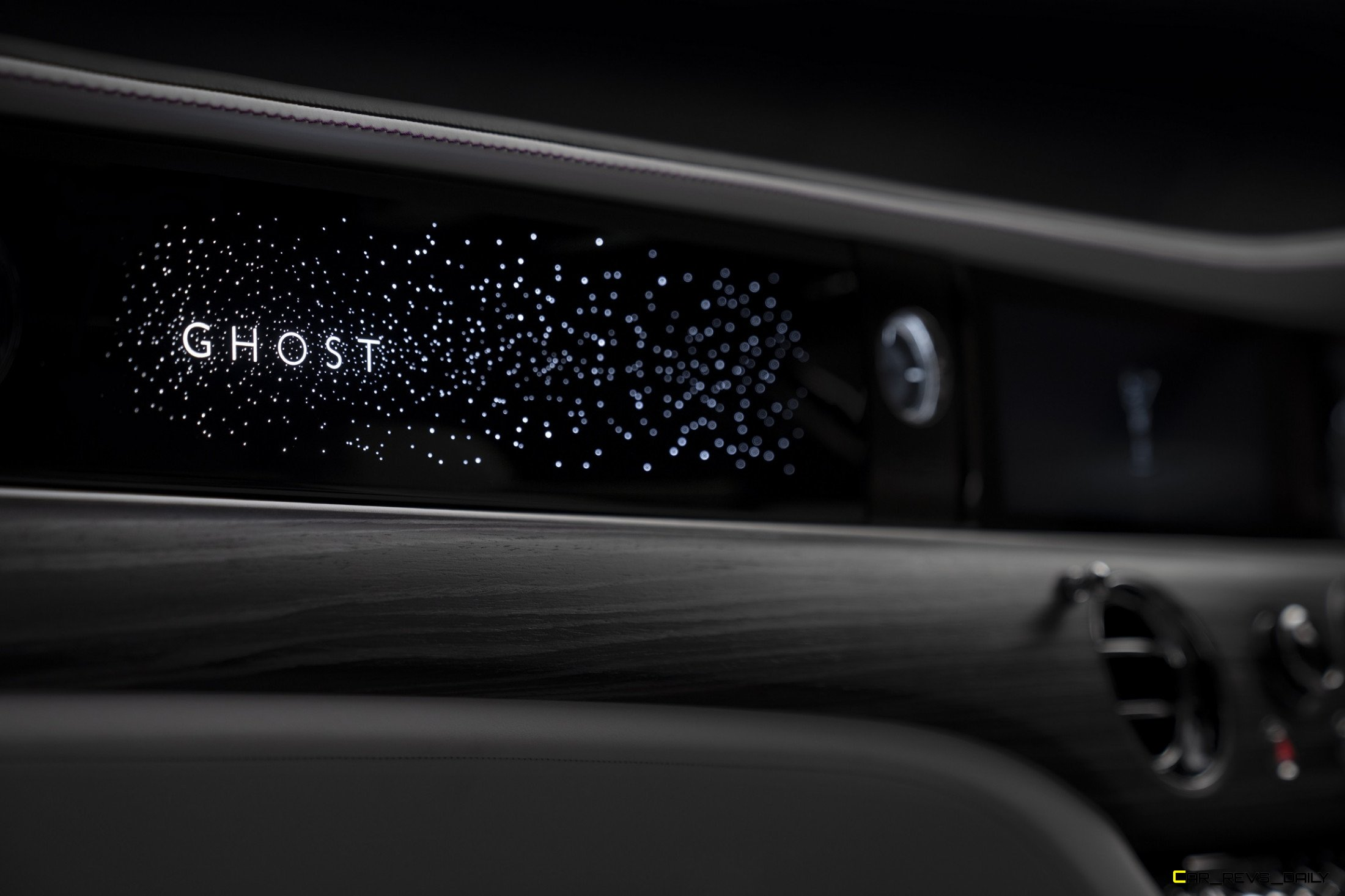 Rolls Royce Ghost To Debut September 1st Will Feature 152 Leds In Dashboard Video Latest News Car Revs Daily Com