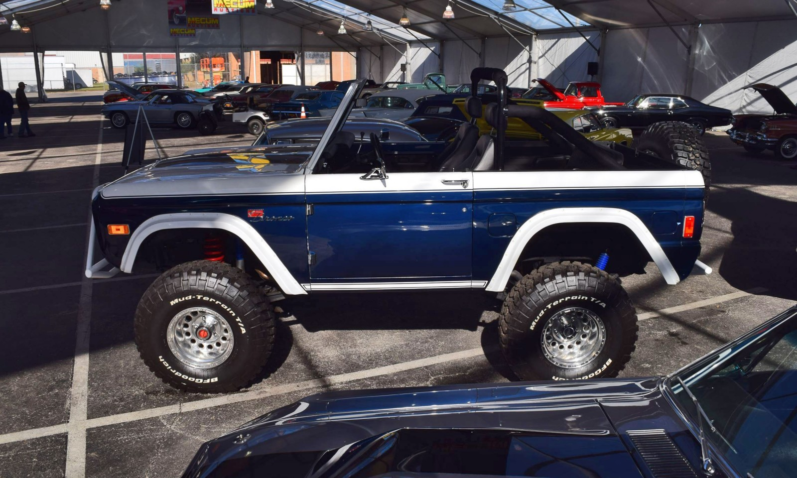 Mecum 2016 1977 Ford Bronco Sport 5 0 Roadster In White Blue