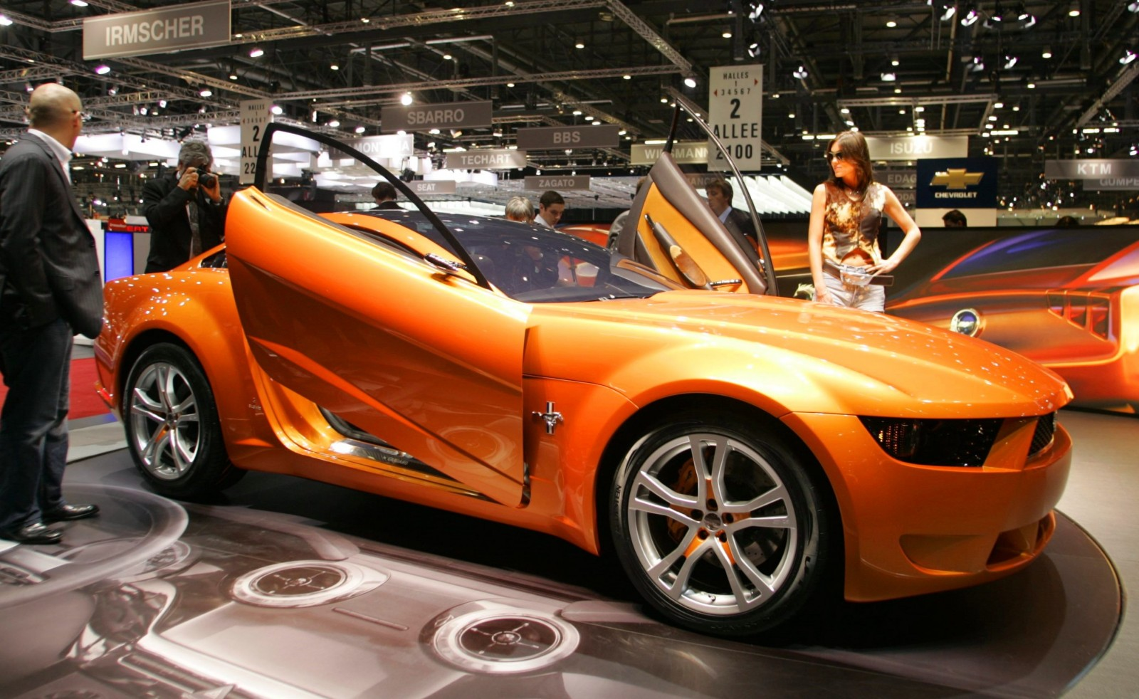 2006 Giugiaro Ford Mustang Concept Was Ringer vs In-House Ford Designs 1