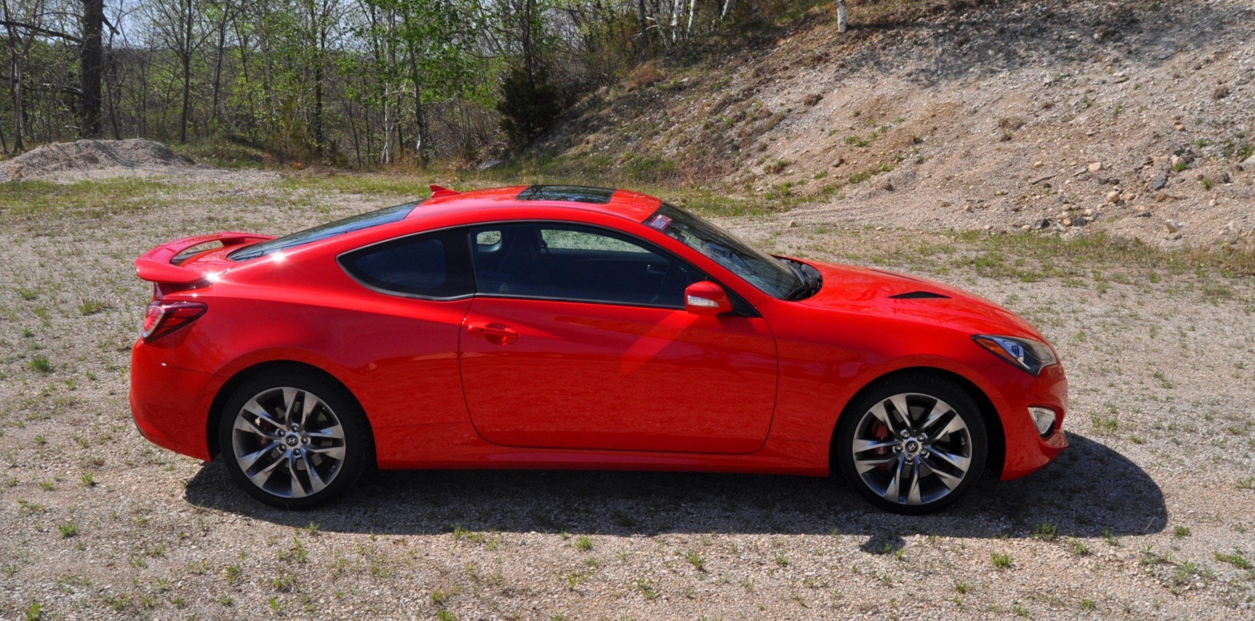 2014 hyundai genesis coupe 3 8l r spec road test review. Black Bedroom Furniture Sets. Home Design Ideas
