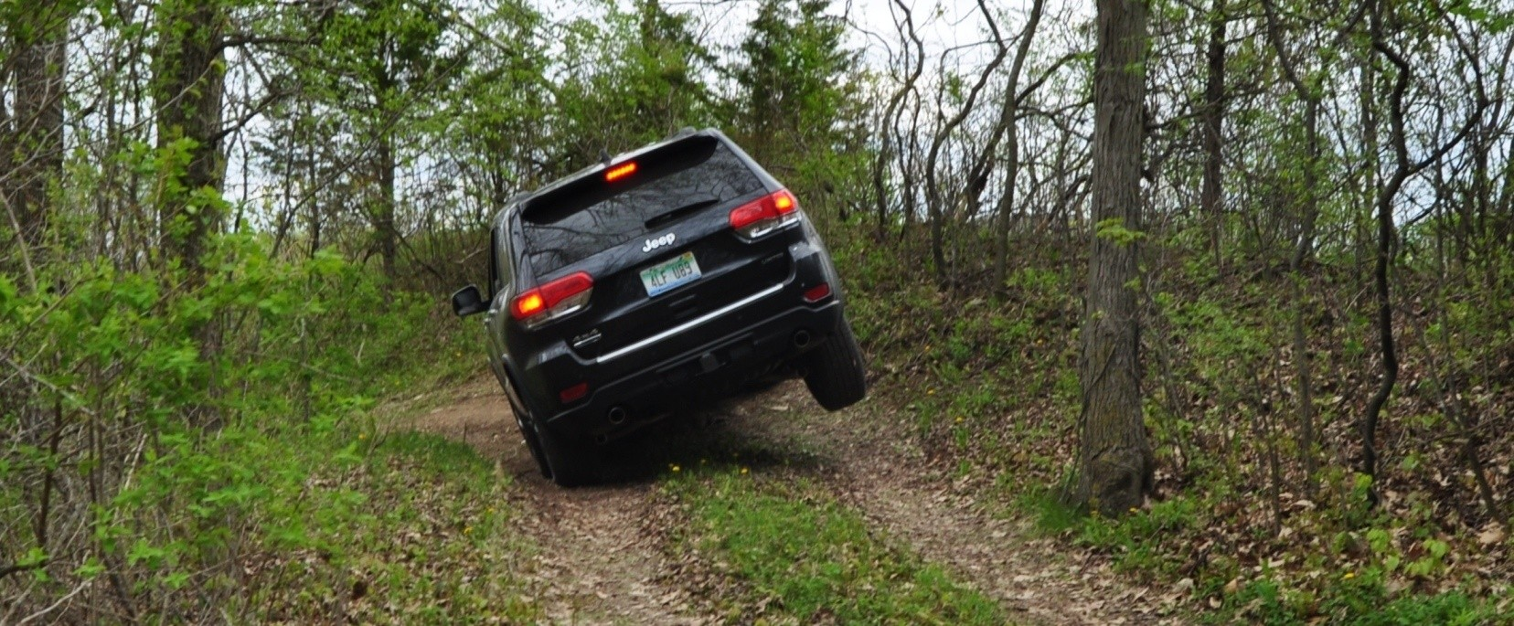 2014 Jeep Grand Cherokee Shows Its Trail Rated Skills Off-Road 1