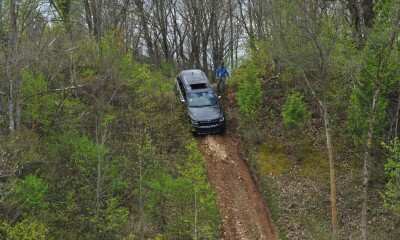 2014 Jeep Grand Cherokee Shows Its Trail Rated Skills Off-Road 11