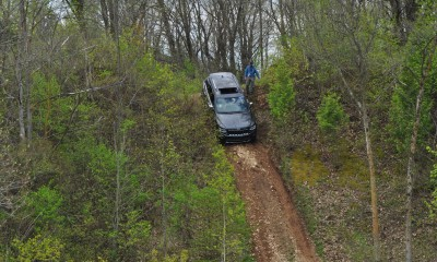 2014 Jeep Grand Cherokee Shows Its Trail Rated Skills Off-Road 12