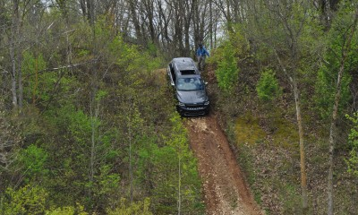 2014 Jeep Grand Cherokee Shows Its Trail Rated Skills Off-Road 13
