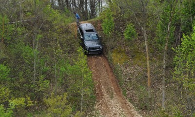 2014 Jeep Grand Cherokee Shows Its Trail Rated Skills Off-Road 15