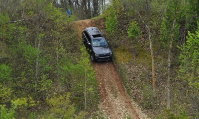 2014 Jeep Grand Cherokee Shows Its Trail Rated Skills Off-Road 16