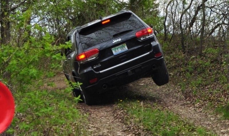 2014 Jeep Grand Cherokee Shows Its Trail Rated Skills Off-Road 2