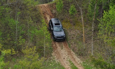 2014 Jeep Grand Cherokee Shows Its Trail Rated Skills Off-Road 20