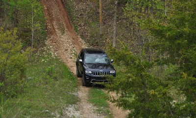 2014 Jeep Grand Cherokee Shows Its Trail Rated Skills Off-Road 32