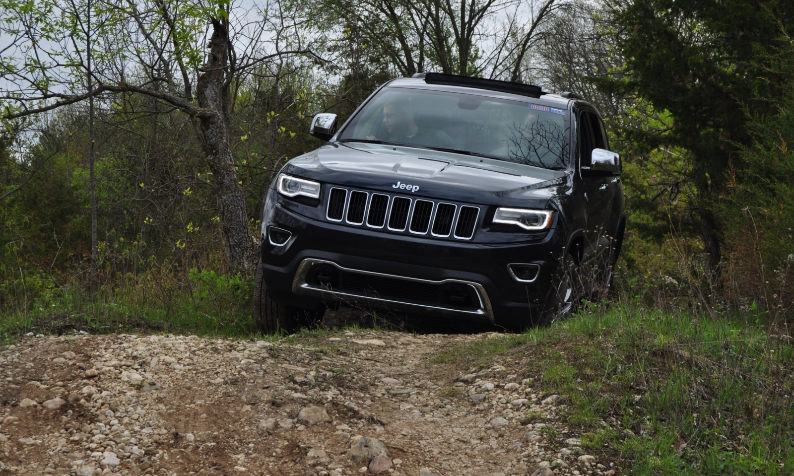 2014 jeep grand cherokee shows its trail rated skills off road 39. Black Bedroom Furniture Sets. Home Design Ideas